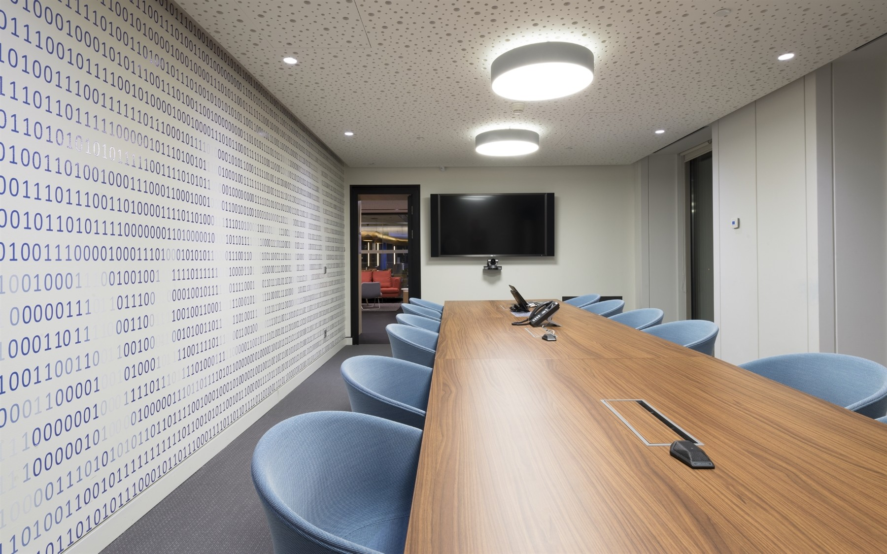 Why employees won't book meeting rooms via Google and Outlook